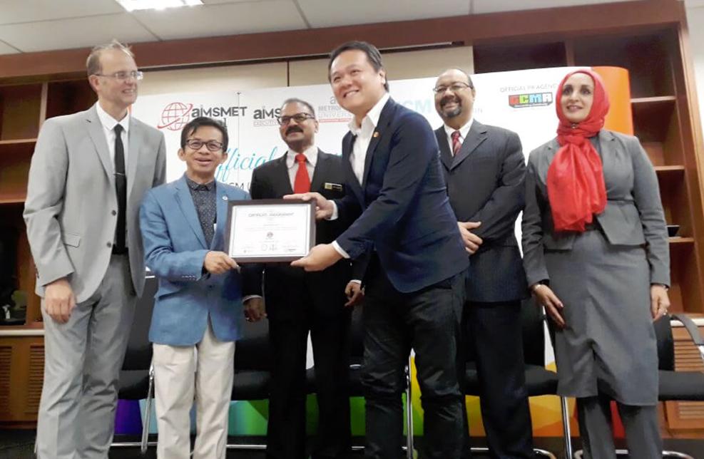 亚洲城市大学与英国商业管理学院达成合作